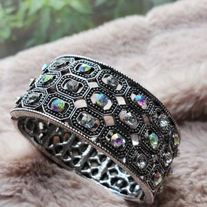 """🎉💄TAKE IT SALE💋🥂""Yumong Cuff Bracelet"